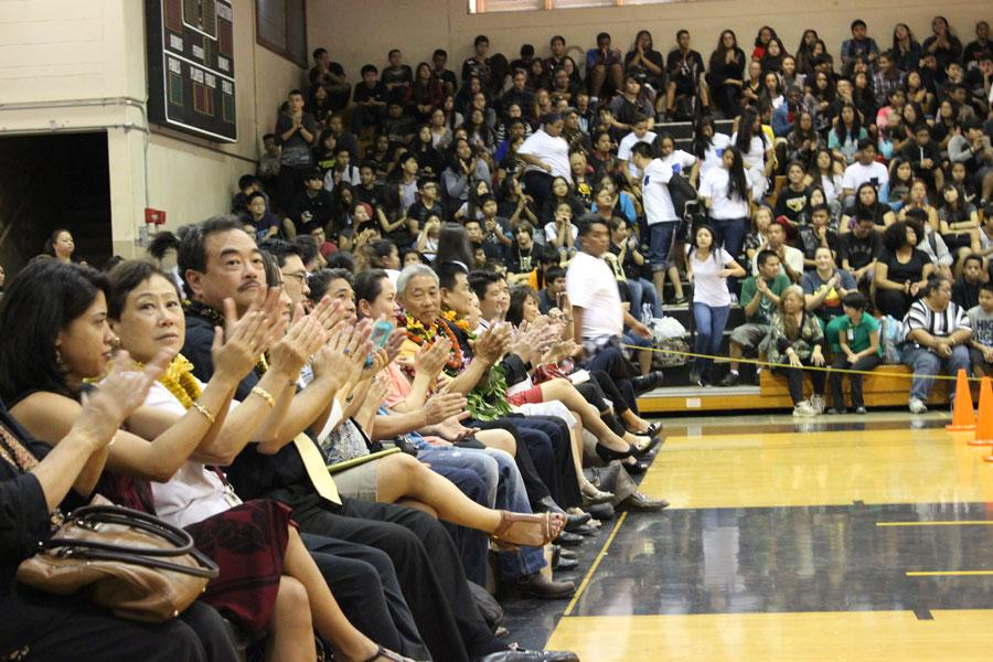 Applause+for+the+MHS+bands+performance+in+honor+of+Glenn+Muranaka+