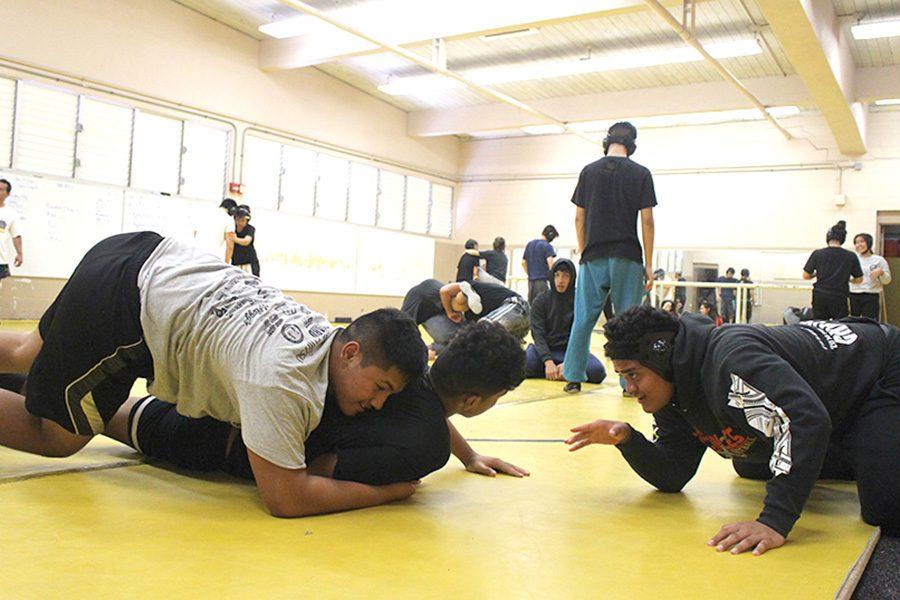 Laulii+Iosefa+talks+Ezekiel+Samuelu+through+a+move+in+the+MHS+wrestling+room.