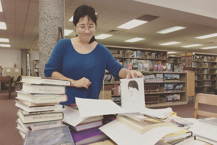 Librarian+Linda+Mediati+from+Liliha+Public+Library+shares+some+of+her+favorite+books+to+McKinley+students+during+her+book+talk.%0A