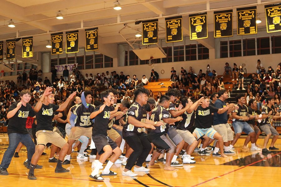 The+Tigers+football+team+performed+the+haka+during+the+Homecoming+Assembly.