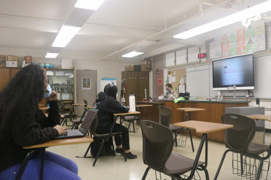 Freshmen Prophet Aunu (left) and Erica Buquing  participate in a physical science class taught by Jared Winquist.